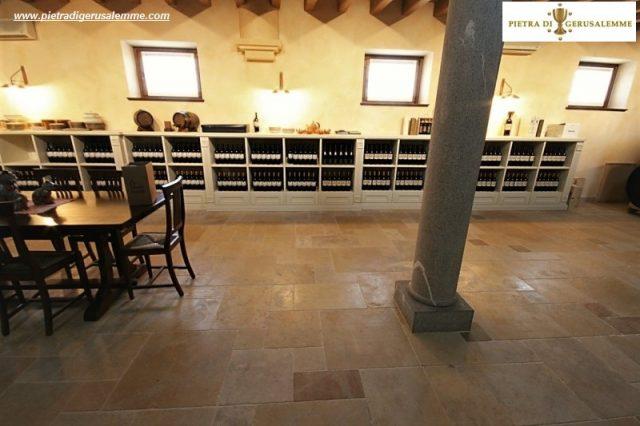 Naravni kamen za vinske kleti