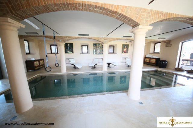 Marmo  naturale per piscine e centri benessere