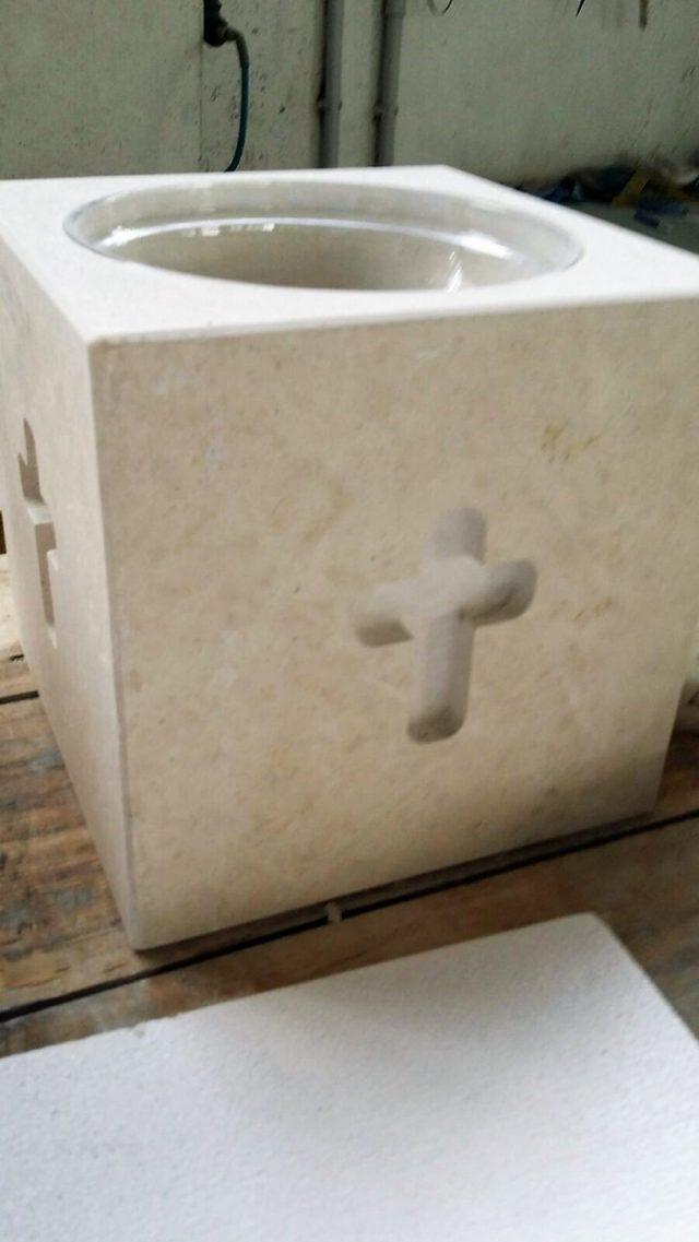kamnite posode za sveto vodo