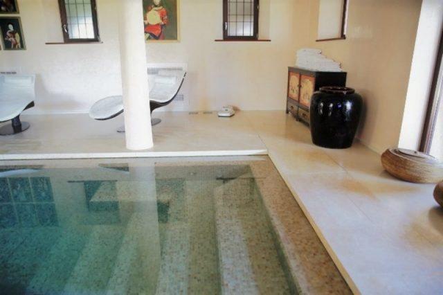Robovi kamnitega bazena