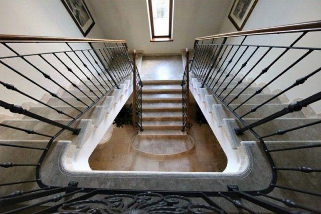 Künstlerische Treppe in Jerusalem Stone Grey Gold