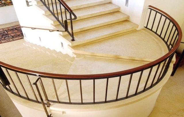 Treppen aus antikem Stein