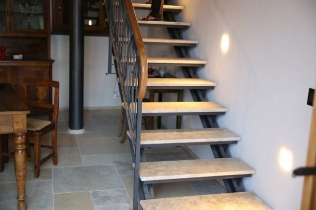 Hochwertige Treppe aus Jerusalemer Stein